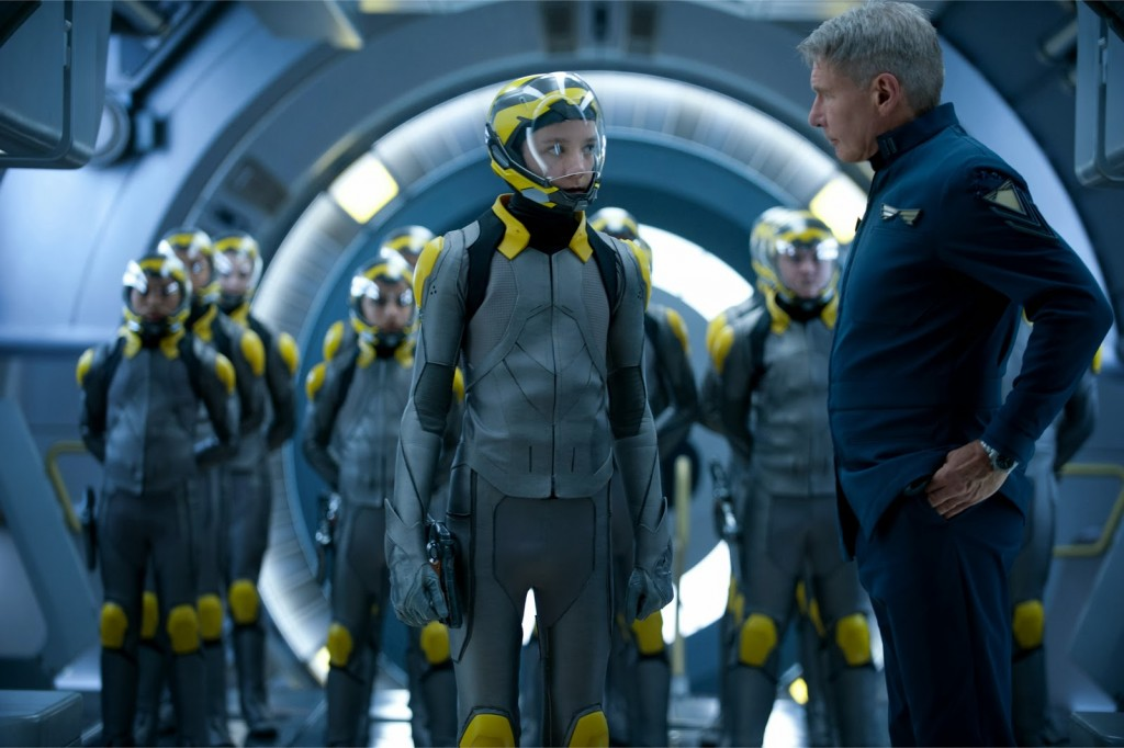 Enders_Game-Asa_Butterfield-Harrison_Ford-101