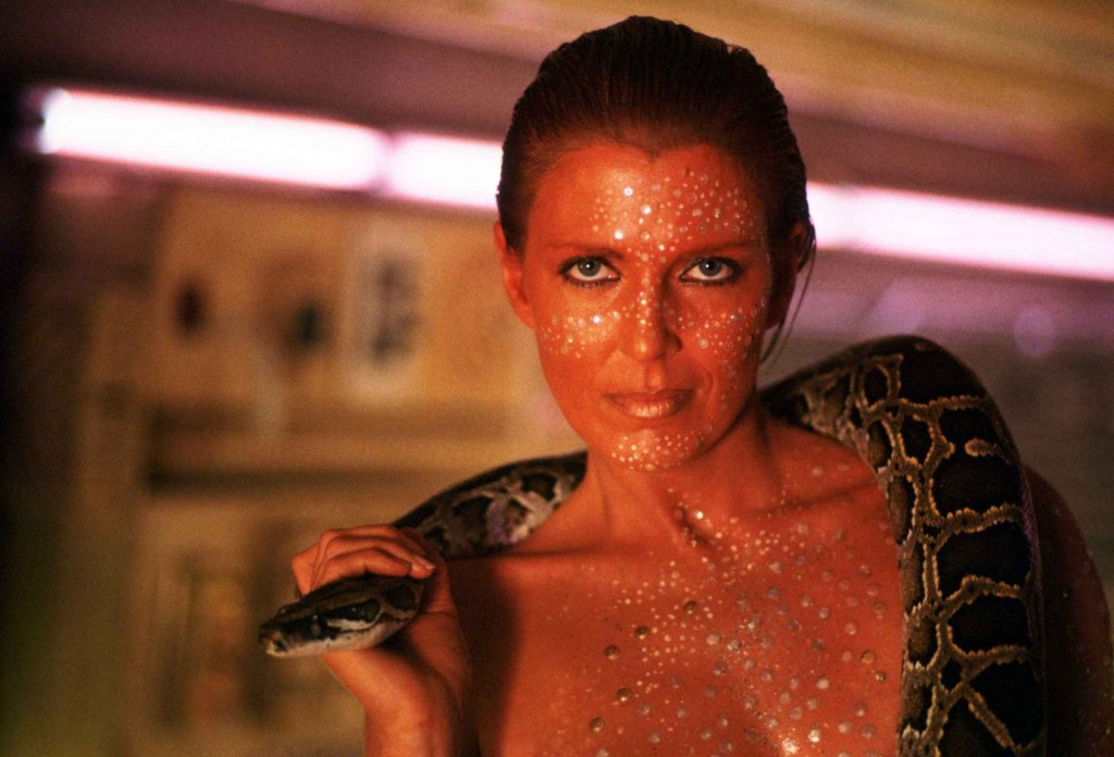 Joanna-Cassidy-as-Zhora-in-Blade-Runner-blade-runner-8229974-2560-1741