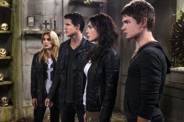 The-Hunters-Alexa-Vega.-Robbie-Amell.-Michelle-Forbes.-Keenan-Tracey