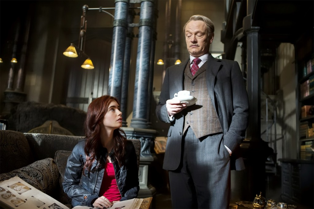Mortal_Instruments-Lily_Collins-Jared_Harris-005