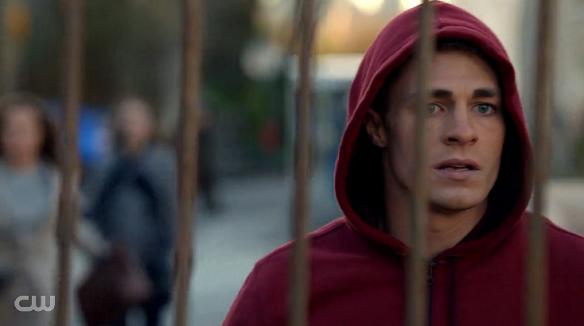 Arrow 1x15 - Dodger - Roy Harpers (Red Arrow)
