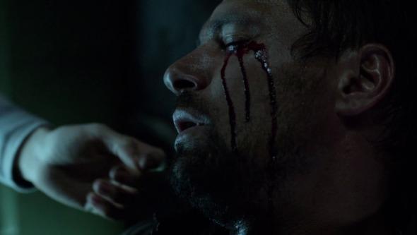 Arrow-2x08-Niños-no-toméis-drogas