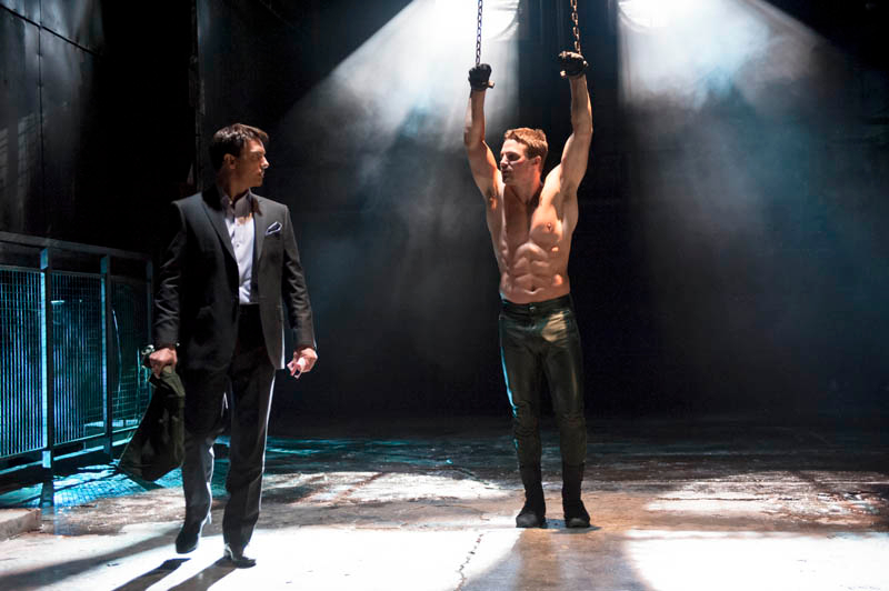 Oliver_is_chained_up_by_Malcolm_Merlyn