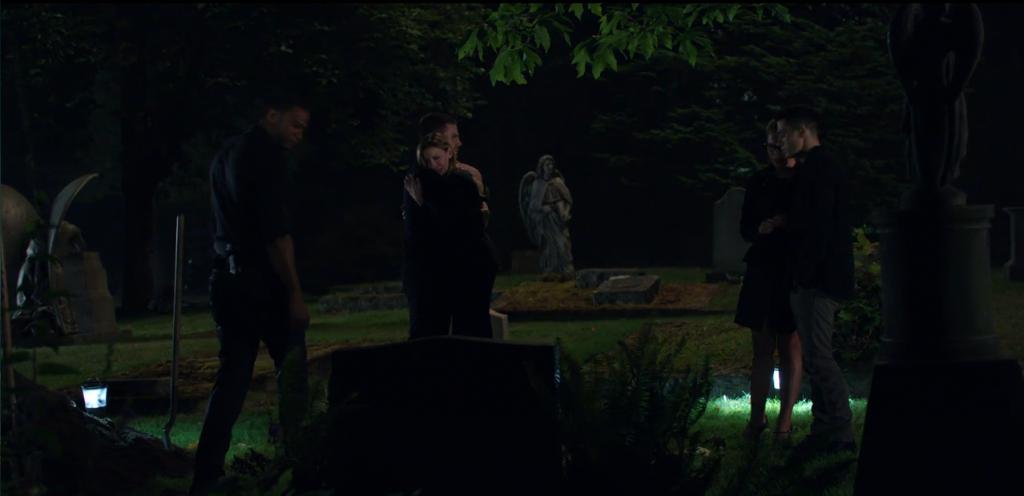 arrow-s3e2-Sara-funeral-burial