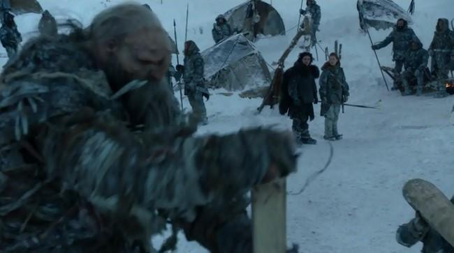 Game_Of_Thrones_-_Valar_Dohaeris_-_Jon_looks_at_a_giant