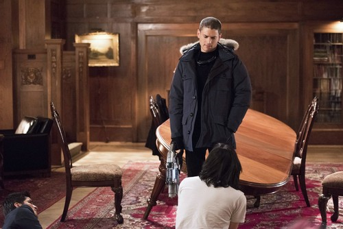 -The-Flash-S1-1x16-Rogue-Time-wentworth-miller-38464399-500-334