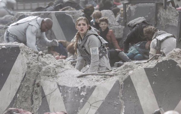 prim-rebel-medic-injured-refugee-children-peacekeeper-capitol